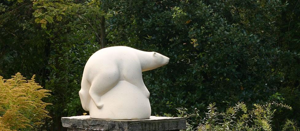 Bear sculpture in limestone - feature image