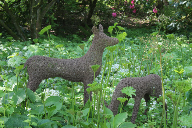 Doe and Fawn wire sculpture